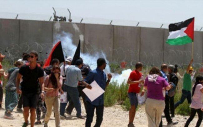 عشرات المواطنين يشاركون في مسيرة قرية نعلين الأسبوعية