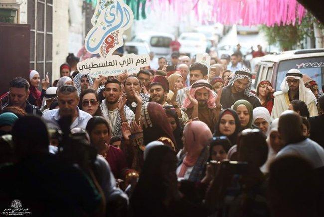 يوم الزي الفلسطيني.. يجمع الفلسطينيين على حماية هويتهم وتراثهم