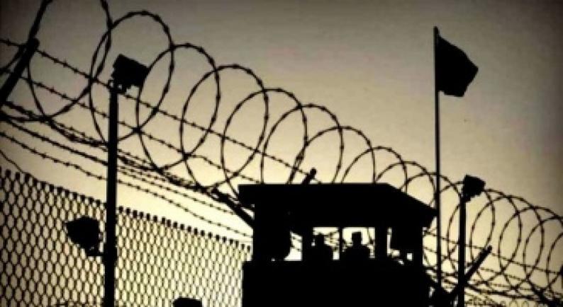 إدارة سجون الاحتلال تنقل 60 أسيرا من الجبهة الشعبية إلى زنازين العزل الإنفرادي