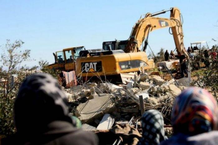 الاحتلال يخطر بهدم بركسات لتربية المواشي في تقوع جنوب بيت لحم
