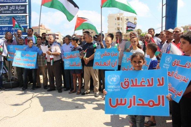 """اعتصام للاجئين الفلسطينيين في صور احتجاجا على تقليص خدمات """"الاونروا"""""""