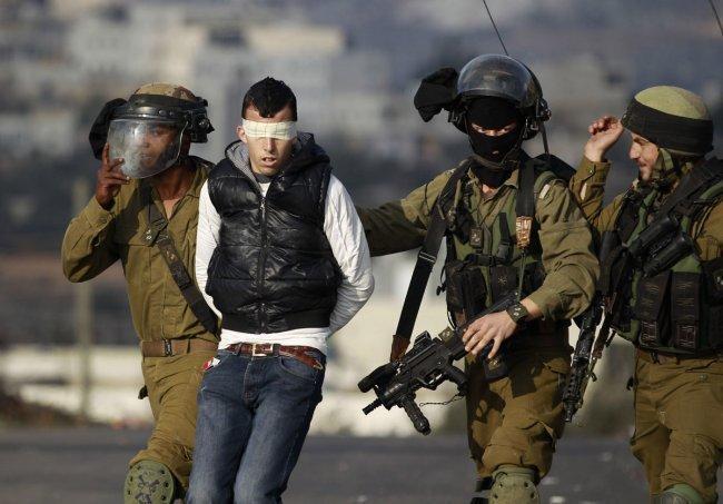 تقرير: الاحتلال اعتقل (498) مواطنا خلال الشهر الماضي
