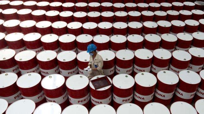 النفط يهبط بفعل زيادة الإمدادات من أكبر ثلاثة منتجين