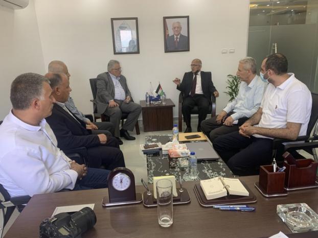 رئيس سلطة المياه يطلع على احتياجات بلدية غزة عقب العدوان