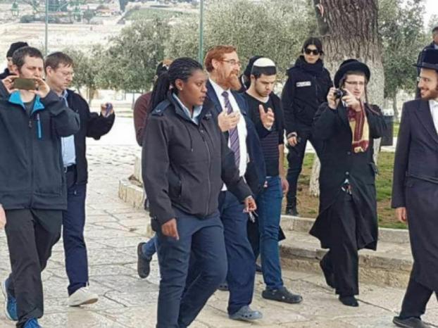 عضو الكنيست يهودا غليك وعشرات المستوطنين يقتحمون الأقصى