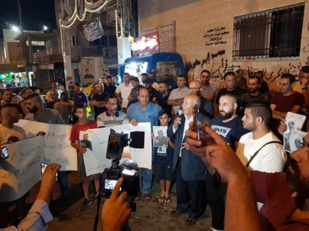 وقفة تضامنية مع الوزير عيسى قراقع في مخيم الدهيشة