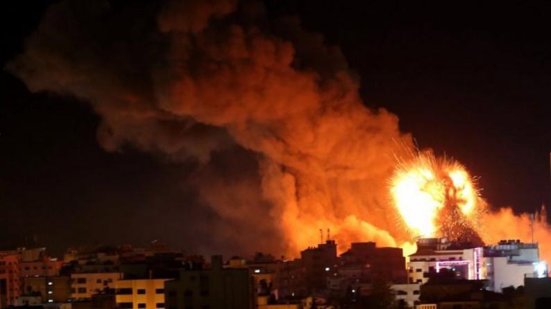 الدفاعات الجوية السورية تتصدى لصواريخ إسرائيلية فوق دمشق