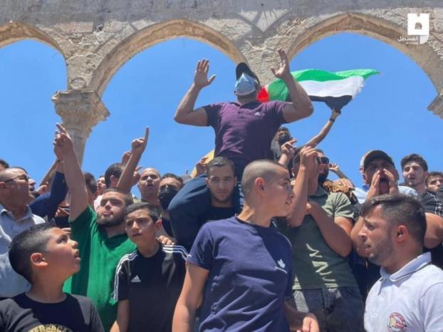 الاحتلال يقتحم الأقصى ويطلق الرصاص صوب المصلين خلال قمع وقفة منددة بالإساءة للرسول