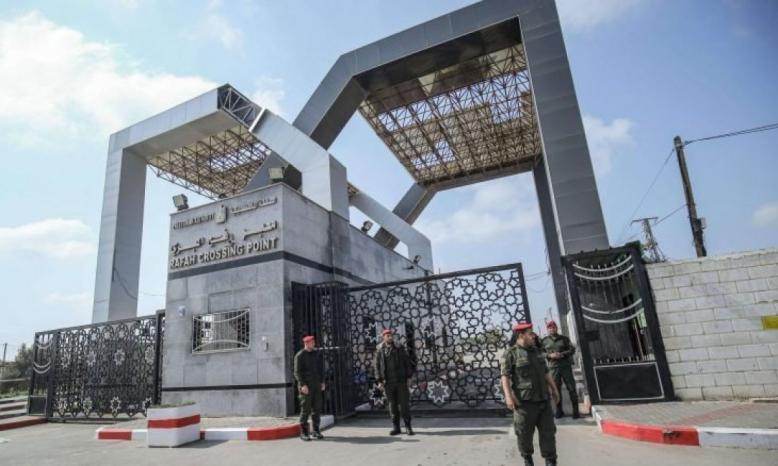 """""""داخلية غزة"""" تخصص مركبات لنقل المسافرين عبر معبر رفح غدًا"""