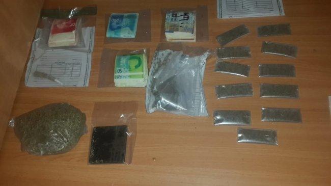 طولكرم | القبض على تاجر مخدرات وضبط بحوزته مواد وحبوب مخدرة