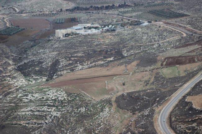 أهالي كفر مالك لوطن: مستوطنون يستولون على 100 دونم من أراضينا ويعتدون علينا بشكل مستمر