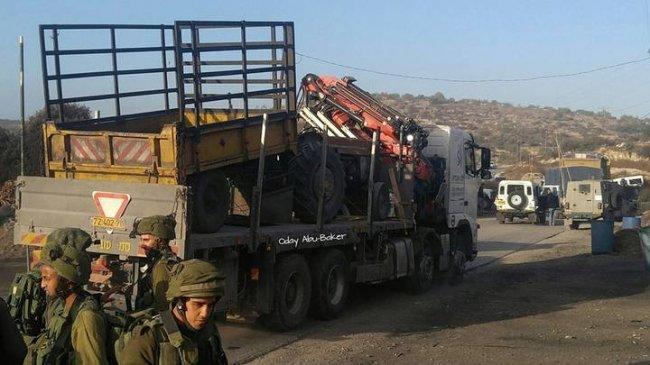الاحتلال يستولي على ثلاث شاحنات خلال عملها في مدرسة فروش بيت دجن
