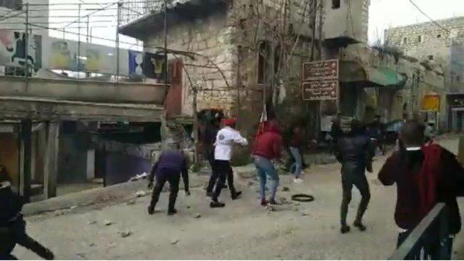 الصحة: إصابتان طفيفتان إثر قمع الاحتلال مسيرة وسط الخليل