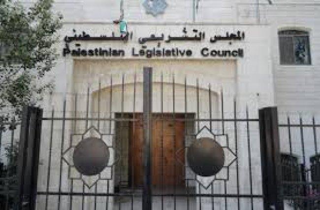 قانونيون ونواب لـوطن: قرار حل التشريعي غير قانوني وخطير