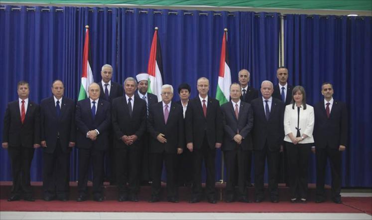 الجزيرة: حكومة التوافق رفضت استقبال حوالة قطر لموظفي غزة