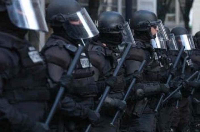جنين: الأجهزة الأمنية تطلق الغاز المسيل للدموع صوب الشبان