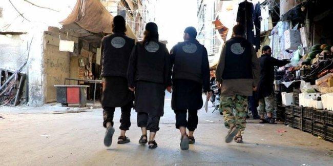 داعش يعتقل إمرأة ويواصل اعتقال اثنين من كبار السن في مخيم اليرموك