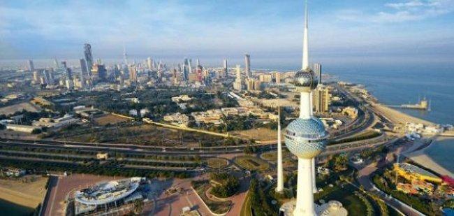 """الكويت: اعتقال وافد أجنبي ارتدى قميصا عليه علم """"إسرائيل"""""""