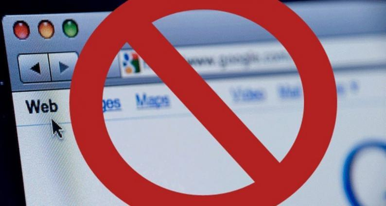 الحكومة تطالب بالتراجع عن قرار حجب المواقع، وتدعو المواقع لتوخي المعايير المهنية والاخلاقية