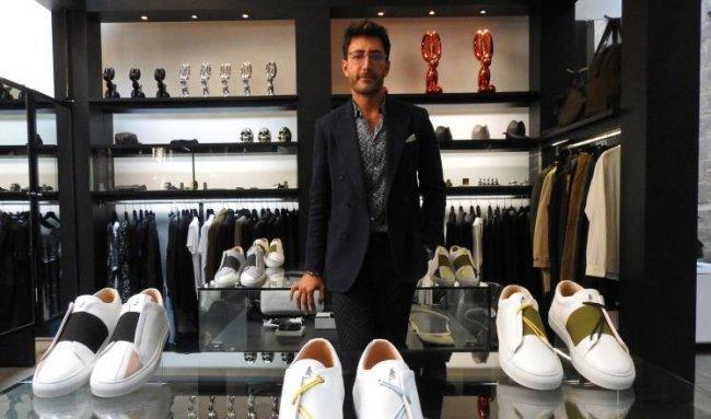 قصة نجاح | لاجئ سوري يطلق علامة تجارية للأحذية الرياضية لأثرياء باريس