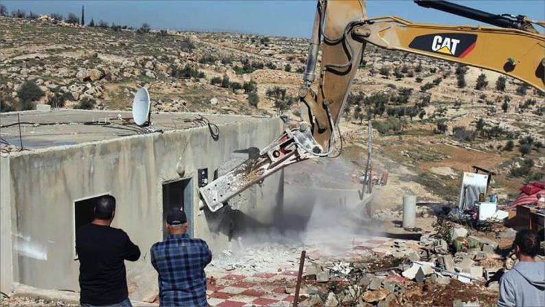 الاحتلال يهدم عدة منازل شرق بيت لحم وجنوب الخليل