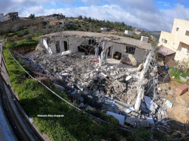 الاحتلال يهدم منزل المواطن مجدي الشويكي في الولجة شمال بيت لحم