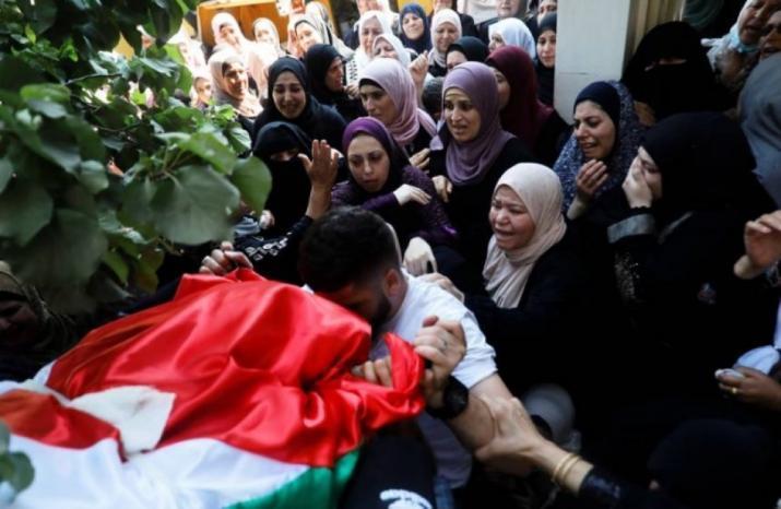 الاف المواطنين في جنين يشيعون جثمان الشهيدة داليا سمودي