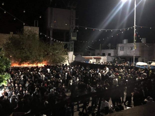 آلاف المستوطنين يقتحمون المقامات الاسلامية في كفل حارس