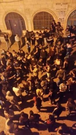 بالفيديو ... غضب في الخليل عقب مجزرة الاحتلال ومستوطنيه قرب عمارة الرجبي