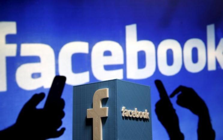 """""""فيسبوك"""" يدرس حظر الإعلانات السياسية قبيل انتخابات الرئاسة الأمريكية"""