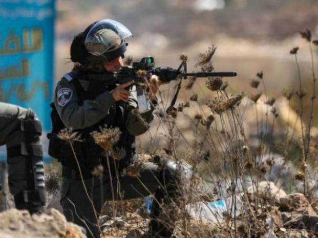 إصابة شاب برصاص الاحتلال في مخيم الفوار