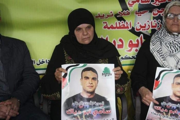 عائلة الشهيد أبو دياك تطالب المؤسسات الدولية بالضغط على الاحتلال لتسليم جثمان نجلها