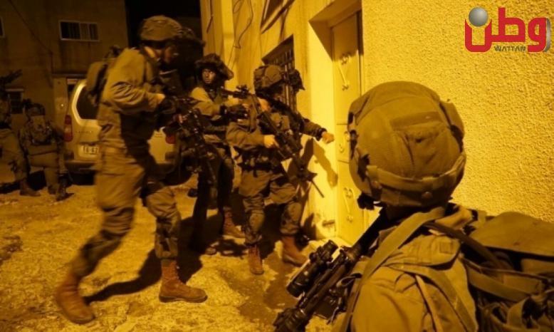 الاحتلال يعتقل 12 مواطناً من الضفة