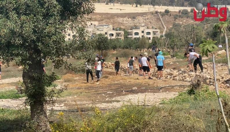 طلاب يهود يقتحمون أرض الأوقاف في حي الصوانة في القدس