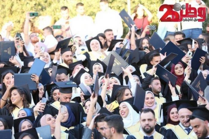 بالصور .. جامعة بيت لحم تستكمل تخريج الفوج الخامس والأربعين من طلبتها