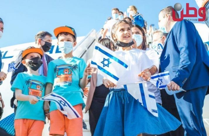 """وصول 160 مهاجر يهودي فرنسي """"لإسرائيل"""" وتوقعات بزيادة هذا العدد"""