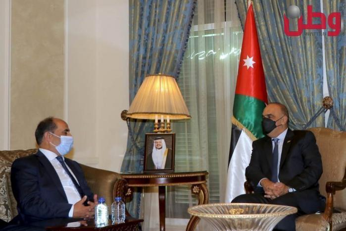 العطاري يبحث مع رئيس الوزراء الأردني تعزيز العلاقات الثنائية