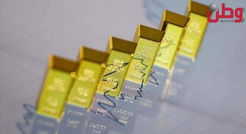 أسعار الذهب تصعد قليلًا مع ارتفاع الدولار الأمريكي