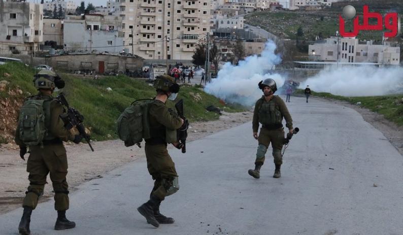 إصابات بالاختناق خلال قمع الاحتلال مسيرة في المغير شرق رام الله
