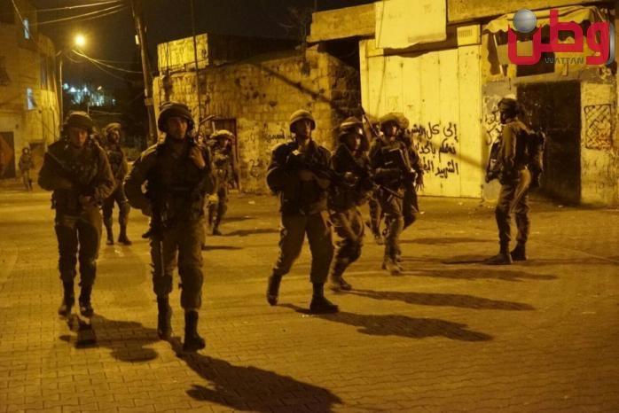 مواجهات في رام الله فجرا وقوات الاحتلال تعتقل مسناً