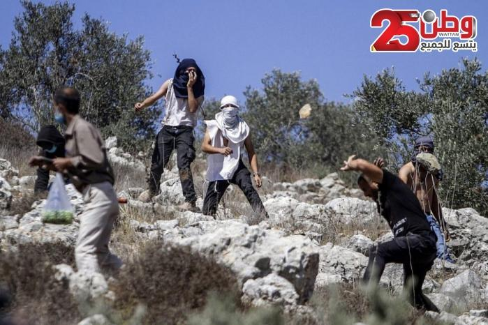 إصابة مواطن ونجله برضوض في هجوم للمستوطنين شمال شرق رام الله