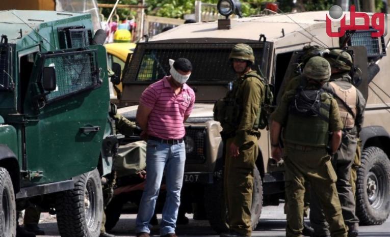 جيش الاحتلال يعتقل شابين من جنين على حاجز زعترة