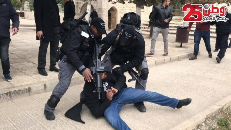 الاحتلال يعتقل الأسير المحرر وديع أبو بكر أثناء خروجه من المسجد الأقصى