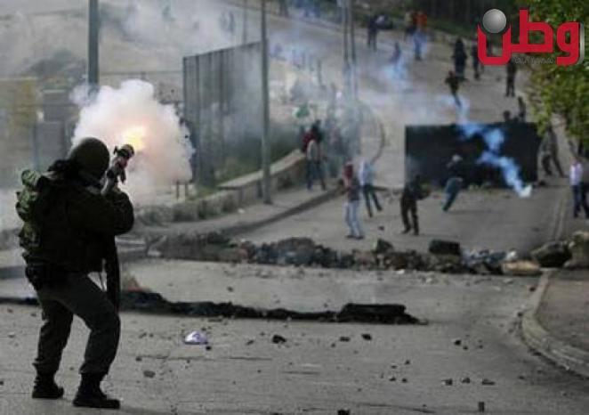 حالات اختناق خلال مواجهات مع الاحتلال في باب الزاوية بالخليل