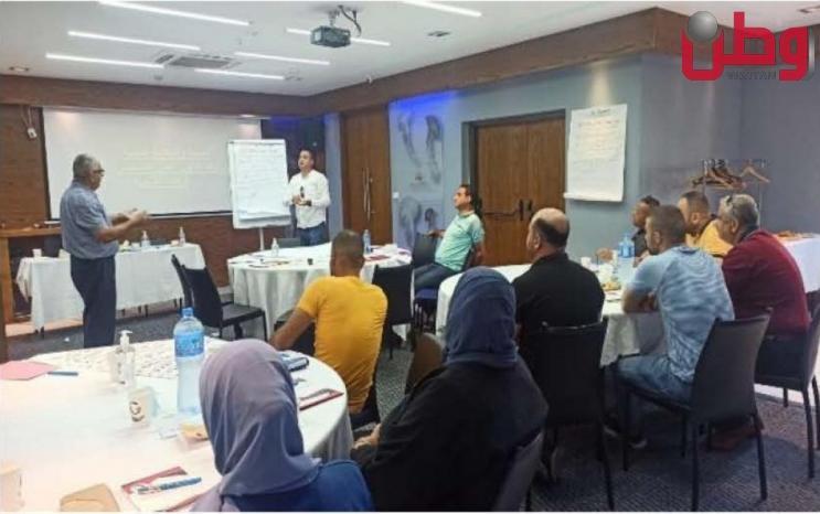 مركز الديمقراطية وحقوق العاملين يحتفل باحتتام دورة تدريبية في السلامة والصحة المهنية