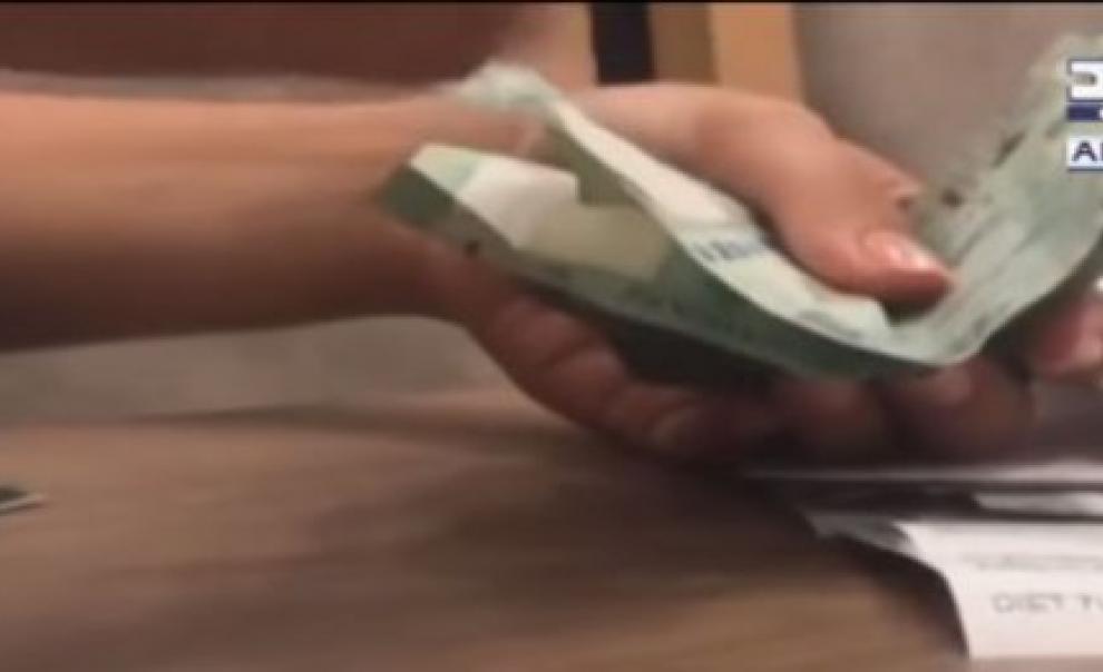 فيديو | فضيحة في مطاعم لبنان: اذا لم تدفع بقشيشاً يُحسم من راتب النادل!