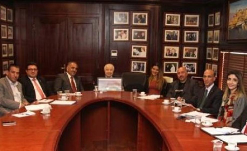 """""""أبوغزاله"""" يعلن عن إنشاء أوركسترا في فلسطين"""