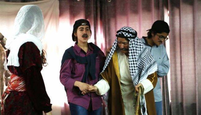 التربية  تبحث سبل تطوير الفن المسرحي في المدارس -