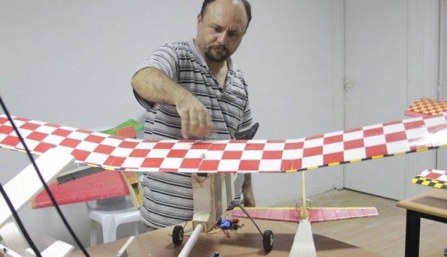 اخبار العالم حصريا : حماس: فريق الزواري صنع 30 طائرة بدون طيار