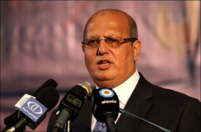 الخضري يدعو لصرف رواتب موظفي غزة -